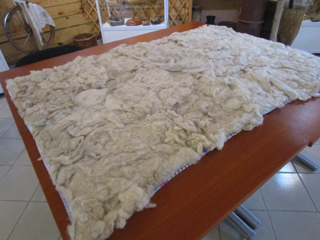 Как самой сшить одеяло из овечьей шерсти